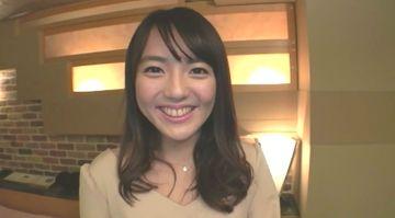 濡れやすいアイドル顔の20歳女子大生が緊張の初ハメ撮り