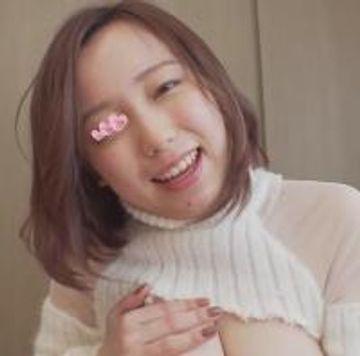 【巨乳&パイズリ】ふんわり笑顔の色白巨乳ちゃんの柔らかおっぱいで大量挟射?