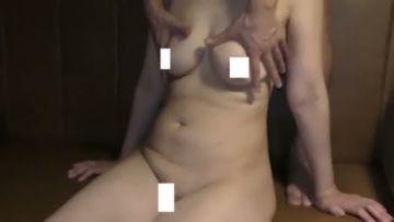 個人撮影 NTR!目隠しをした綺麗そうな年いった母親を息子が寝取って性処理に・・それを旦那が撮影
