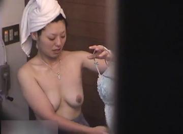 【無隠撮】女風呂 脱衣所