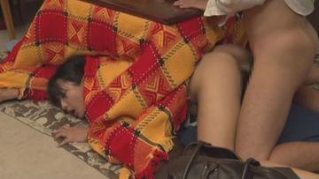 欲求不満の人妻マ○コはコタツの中で寝取られることを期待していた!? その③