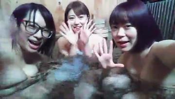 【ライブチャット】3人で仲良く風呂配信