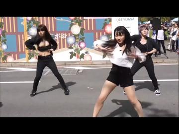 胸チラ女子大生のダンス。モロ出し ポロリ