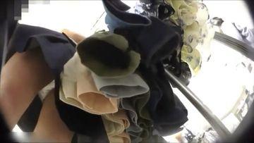 ショップ店員のスカートの奥覗きます・・・ 徹底マークで下着をスクープ!!
