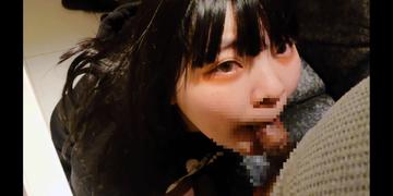 まるで中〇生のような見た目のJD1ちゃん(19歳)のフェラスマホ撮り!口内発射から流れるようにごっくん!(再編集版)