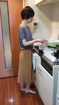 【個人】旦那に内緒で返せず…狭い台所で初他人棒に犯され困惑しながらも歓喜の声を上げる人妻