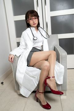 Break the glossy pantyhose and put it inside! [China dress, highleg, female doctor]