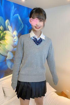 10代現役生。透明感のある制服姿、ベイビーフェイスの色白美少女に大量顔射。