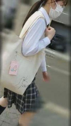 【個撮】県立商業科②文学少女。下校中に合流してそのままホテルで初挿入ハメ撮り