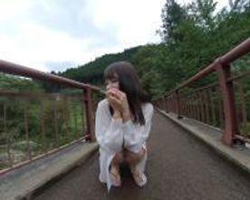 【無修正・VR特典】シャツ1枚色白女子大生。野外露出連続中出し(35分)