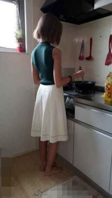 【個人】スレンダー美人妻、台所で肛門を玩具で苛られ膣内に他人の精子を注がれ肛門まで肉棒に犯される