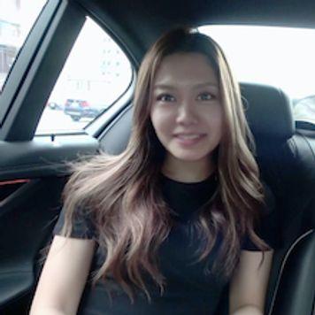 Kawaiiで有名だった某トレーニングGYM受付嬢!コロナ渦で仕事が激減、怖がりながらも初老の車内レッスンで食いつなぐ...